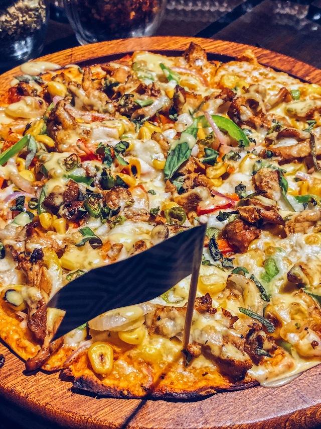 Spicy Habanero Chilli Corn and Chicken Pizza