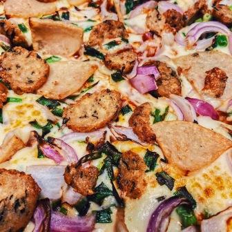 Chilli Garlic Chicken Pizza